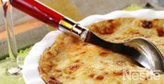 Graten de patatas con cebolla, beicon, piñones y queso #recetas #nestlecocina