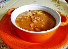 Gulášová polévka z pečeného vepřového a uzeného masa Ethnic Recipes, Food, Red Peppers, Essen, Meals, Yemek, Eten