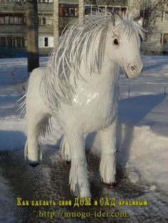 Лошадь из пластиковых бутылок