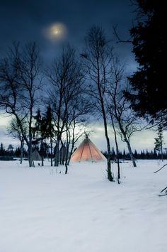 Get cosy under the stars in a traditional Sami tent (lavvu) in Sweden. Honeymoon Destinations, Holiday Destinations, Places To Travel, Places To See, Places Around The World, Around The Worlds, Camping Spots, Rv Camping, Campsite