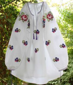 PANSELUTE CAMASA Painted Clothes, Embroidered Blouse, Cross Stitch Patterns, Jewerly, Fashion Beauty, Costume, Fashion Outfits, Traditional, Embroidery