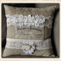 - by Guria via The Graphics Fairy coussin dentelle Burlap Projects, Burlap Crafts, Fabric Crafts, Sewing Crafts, Sewing Projects, Sewing Pillows, Linen Pillows, Diy Pillows, Decorative Pillows