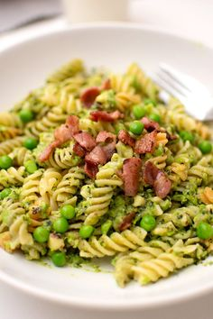 Ärtpestopasta with bacon Pasta With Peas, Bacon Pasta, Food Inspiration, Food To Make, Main Dishes, Vegetarian Recipes, Recipies, Food And Drink, Rezepte