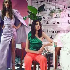 Color blocking straight into next spring. @aliceandolivia. #nyfw #ss18  .  .  .  .  #fashion #jetset #luxury #globalglam #newyork #luxurylife #style #redcarpet #glamour  #hautecouture #streetstyle #couture #beauty #luxurylifestyle  #fashionblogger #ootd #travel #traveler #wanderlust #wander  #wanderer #blogger #colorblocking  #fashionista #runway  #love #aliceandolivia