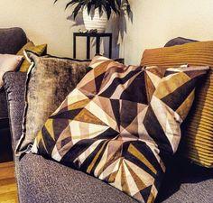 #meinformstil Bequem und stylisch. Kissen von formstil.ch bei glücklicher Kundin auf dem Sofa Throw Pillows, Bed, Creative Ideas, Pillows, Toss Pillows, Cushions, Stream Bed, Decorative Pillows, Beds