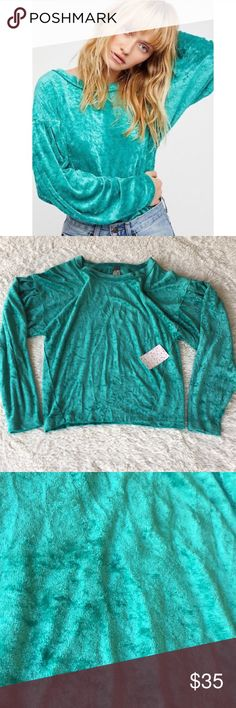 """NWT free people blue green velvet tunic size XS NWT free people blue green velvet tunic size XS. True color is """"sea"""" color. Velvet crush long sleeve shirt. Material is 61% polyester and 39% rayon. Length of blouse is 24"""" long. Free People Tops Blouses"""