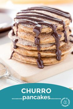 The pancakes are super easy to make and a great treat for young and old! Topped with a spicy chocolate sauce that is scrumptious! Churros, Crepes, Mexican Food Recipes, Dessert Recipes, Delicious Desserts, Yummy Food, Little Lunch, Cupcakes, Savoury Cake