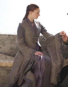 Game of Thrones Fashion Recap: Fire and Water    I would look so good in this outfit!!! *le sigh*