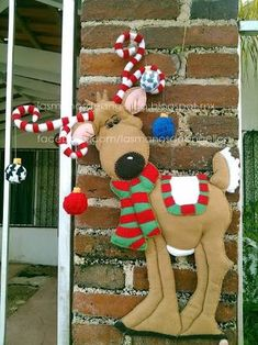 Christmas reindeer DIY, really cute Christmas Sewing, Felt Christmas, Homemade Christmas, Christmas Stockings, Christmas Holidays, Christmas Ornaments, Christmas Projects, Holiday Crafts, Holiday Fun