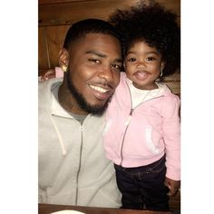 no need for a paternity test,they aint got a child,its twins Black Dad, Black Fathers, Fathers Love, Cute Family, Baby Family, Family Goals, Cute Kids, Cute Babies, Daddy Daughter