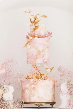 For those with a sweet tooth, selecting the perfect wedding cake for one's wedding can prove to be one of the favorite aspects of the wedding planning process. Small Wedding Cakes, Black Wedding Cakes, Wedding Cake Designs, Purple Wedding, Gold Wedding, Wedding Cake Centerpieces, Wedding Decorations, Debut Cake, Fresh Flower Cake
