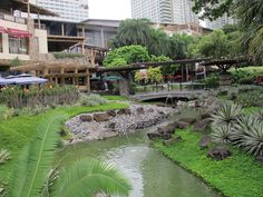 Ayala Shopping Center in Makati. School Reunion, Makati, Shopping Center, Manila, Garden Bridge, Philippines, Outdoor Structures, Shopping Mall