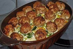 Potato casserole with leeks, meatballs and Gorgonzola from Herta Chef Potato Casserole, Casserole Dishes, Casserole Recipes, Soup Recipes, Benefits Of Potatoes, Fun Easy Recipes, Different Recipes, Food Preparation, Carne