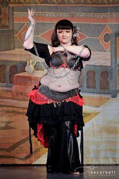 Megz Madrone of Eureka, CA. Photo by Lee Corkett. (plus size belly dance ♥)