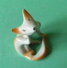 Cute Little Fox Scratching Vintage Hollohaza Art Deco Porcelain Figurine Rare !