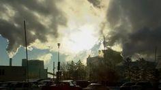 Les changements climatiques devraient être plus hauts dans la liste des priorités du Québec, selon une note publiée par l'Institut de recher... Iris, Canada, Clouds, Outdoor, Greenhouse Gases, Research Institute, Climate Change, Self Esteem, Environment
