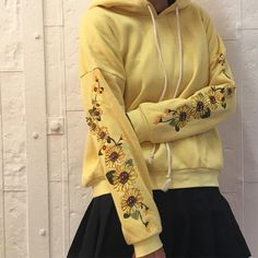 """sunflower inspired attire is beautiful 🌻💛"" Looks Style, My Style, Streetwear, Street Style, Style Vintage, Mellow Yellow, Yellow Black, Look Cool, Kanye West"