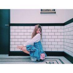 Instagramで発見☆ミニバッグコーデ①ローラさん×FURLA
