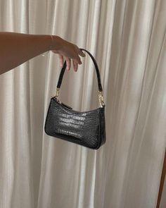 Black simple purse Black simple purse Black simple purse The post Black simple purse appeared first on New Ideas. Cheap Purses, Unique Purses, Cute Purses, Cheap Handbags, Luxury Handbags, Fashion Handbags, Purses And Handbags, Fashion Bags, Popular Handbags