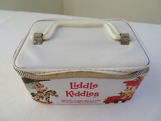 Edges are worn and handle is missing. Tiny Dolls, Lunch Box, Handle, Vintage, Bento Box, Vintage Comics, Door Knob