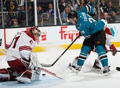 San Jose Sharks forward Logan Couture puts a shot on goal against Mike Smith of the Phoenix Coyotes (Nov. 2, 2013).