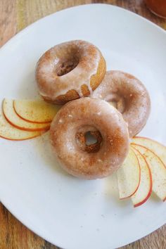 Baked Apple Cider Donuts: The perfect fall recipe! Vegan, gluten free, and refined sugar free, with a maple glaze!