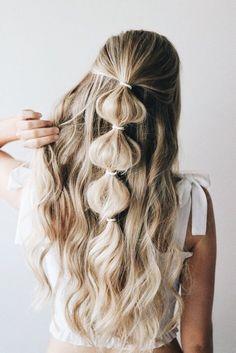 Festival hairstyles you have to try bubble pony half up hair 2018 in harika trendi yarm toplu sa baka bir boyuta tayacak 15 tyo Braids For Long Hair, Long Curls, Curly Hair, Braids Easy, Box Braids, Curled Hair With Braid, Long Hair Dos, Simple Braids, Messy Bun With Braid