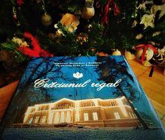 Crăciunul regal este una dintre acele cărți pe care le redeschizi mereu cu drag și pe care le răsfoiești cu plăcere și, de ce nu, cu nostalgie, mai ales în zilele de dinaintea Crăciunului.…