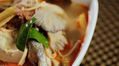 The sweetness of the Golden Trevally is soaked in a spicy Tom Yum soup for the perfect combination of sugar & spice. Chef Leong also shares his master tips for cooking this delicious fish.