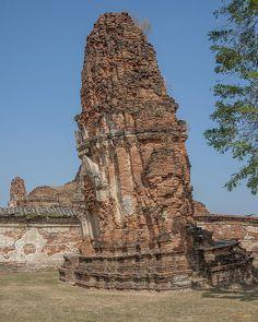 2014 Photograph, Wat Mahathat Leaning Prang, Ayutthaya, Phra Nakhon Si Ayutthaya, Thailand, © 2014. ภาพถ่าย ๒๕๕๗ วัดมหาธาตุ ปรางค์แคลง อยุธยา พระนครศรีอยุธยา ประเทศไทย