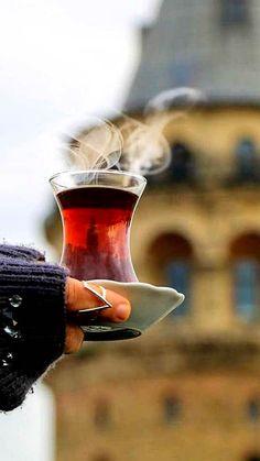 Akrt. ..bi bardak çay iç bu ayrılığın üstüne Coffee Bread, My Coffee, Coffee Drinks, Coffee Time, Tea Time, Coffee Cups, Turkish Tea, Cuppa Tea, My Tea