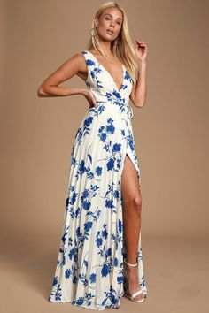 Take the Lulus Lindsie Blue and White Floral Print Pleated Wrap Maxi Dress out for cocktails on the patio! Floral print wrap maxi with a pleated skirt. White Dresses For Sale, Cute White Dress, Cute Floral Dresses, Blue And White Dress, White Floral Dress, Little White Dresses, White Maxi Dresses, Maxi Wrap Dress, Pretty Dresses