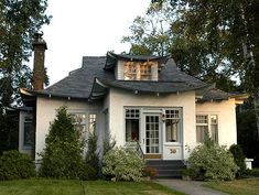 Bungalow in Thunder Bay - I was googling bungalows and I said HEY! that's in Thunder Bay! Bungalow Haus Design, Small Bungalow, Bungalow Homes, House Design, Modern Bungalow, Craftsman Exterior, Craftsman Bungalows, Craftsman Style, Craftsman Houses