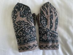 Mittens Pattern, Knit Mittens, Sustainable Style, Sustainable Fashion, Jarry Potter, Harry Potter Knit, Pattern Books, Handicraft, Crochet Projects