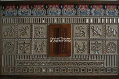 Kutchi lipan work is an ancient mural art of kutch.It used to be done into huts to decorate it.The material to do this work was cow-dung. Mural Painting, Mural Art, House Wall Design, Rajasthani Art, Paisley Art, Clay Wall Art, Indian Folk Art, Mini Canvas Art, Madhubani Painting