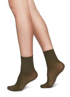 Cool Scandinavian Sock Brands to Know - Swedish Stockings only use recycled yarn and produce in factories that use environmentally friendly dyes, post-dyeing water treatment, and solar power. Unique Socks, Cool Socks, Knee High Stockings, Sheer Socks, Scandinavian Fashion, Recycled Yarn, Creme Color, Walking Boots