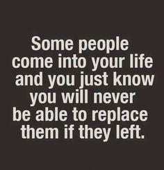 Algunas personas entran en tu vida y lo único que sabes, es que serían irremplazables si te dejaran.