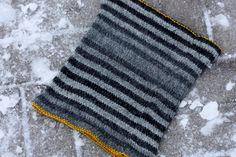 Pujoliivi: striped cowl