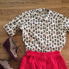 Vintage Daisy top Button up top with daisy print. Super cute with a short skirt and tights! No size listed but fits a small or medium. Skirt also for sale in my closet, see separate listing. No trades, no PP, no holds Please make a *reasonable* offer! ✅Great deals on bundles!✅ Tops