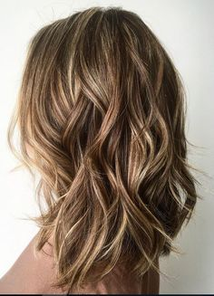 60 Fun and Flattering Medium Hairstyles for Women Medium Layered Bronde Hairstyle Lob Hairstyle, Long Bob Hairstyles, Hair Updo, Long Haircuts, Wedding Hairstyles, Hairstyle Ideas, Curly Lob Haircut, Bob Hairstyles Brunette, Middle Hairstyles