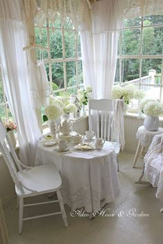 shabby chic kitchen designs – Shabby Chic Home Interiors Cottage Shabby Chic, Shabby Chic Kitchen, Shabby Chic Homes, Shabby Chic Porch, White Cottage, Estilo Shabby Chic, Shabby Chic Style, Shabby Chic Decor, Comedor Shabby Chic