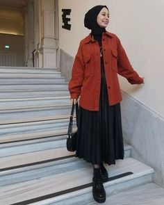 137 street style looks from new york fashion week - page 1 Modern Hijab Fashion, Street Hijab Fashion, Hijab Fashion Inspiration, Muslim Fashion, Modest Fashion, Abaya Fashion, Fashion Trends, Fashion Outfits, Casual Hijab Outfit