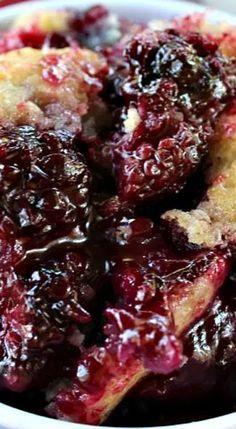 Blackberry Cobbler - Blackberries are amazing! I LOVE blackberries and especially blackberry cobbler! This blackberry cobbler is super delicious! Fruit Recipes, Desert Recipes, Sweet Recipes, Cooking Recipes, Cooking Stuff, Pie Recipes, Sweet Desserts, Easy Desserts, Cake