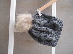 Olympus Digital Camera, Knitted Hats, Knit Crochet, Winter Hats, Barn, Beanie, Knitting, Scarfs, Live