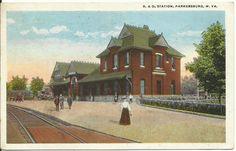 Parkersburg, WV - B & O R R Station Depot - Postcard - 1926.
