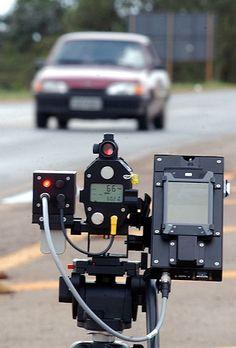 SMTT - Em três meses, mais de mil motoristas são autuados por uso de celular ao volante +http://brml.co/1NBmq19