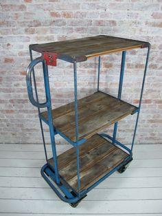 Leuke trolley/kar die je bijvoorbeeld als TV-kast kunt gebruiken!