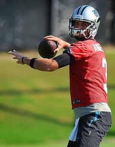 Carolina Panthers quarterback Derek Anderson passes to a receiver during practice on Wednesday, August Derek Anderson, Nfl Carolina Panthers, Super Bowl, Football Helmets, Wednesday