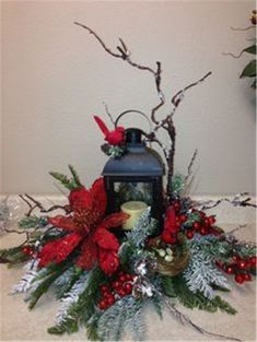Easy And Simple Christmas Latern Ideas For Your Room Sumcoco Christmas Flower Arrangements, Christmas Flowers, Floral Arrangements, Christmas Wreaths, Advent Wreaths, Country Christmas, Simple Christmas, Christmas Home, Christmas Holidays