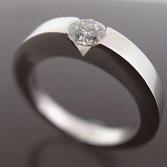 diamond rings (link: http://www.squidoo.com/1-carat-diamond ) minimal jewelery, minimal accessories, summer fashion, minimal design, summer accessories, summer look